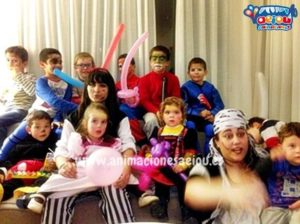 Ninos en una fiesta infantil