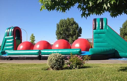 Alquilar hinchables Wipeout para tu fiesta infantil a domicilio
